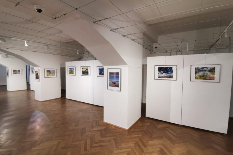 Konec výstavy fotografií ze Skotska Martina Kamína v Galerii Lucerna