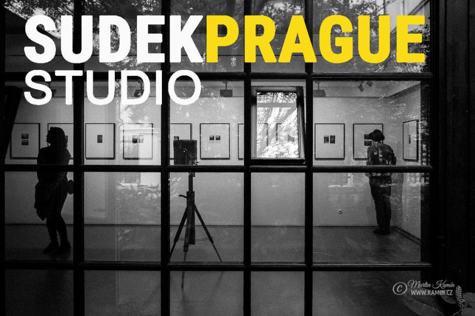 Výstava fotografií v ateliéru Josefa Sudka v Praze